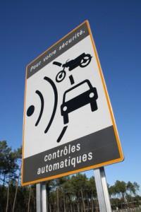Retrait des panneaux de signalisation des radars